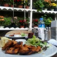 7/11/2013 tarihinde Tuğba A.ziyaretçi tarafından Cafe Botanica'de çekilen fotoğraf