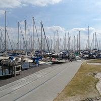 Das Foto wurde bei Yachthafen Grömitz von Bianca am 8/15/2013 aufgenommen