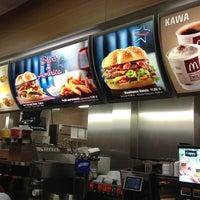 Снимок сделан в McDonald's пользователем Jury V. 4/7/2013