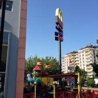 7/19/2013 tarihinde Eser B.ziyaretçi tarafından McDonald's'de çekilen fotoğraf