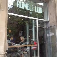 Das Foto wurde bei Café Humble Lion von Bob R. am 5/17/2013 aufgenommen