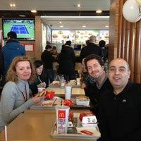 Foto tomada en McDonald's por Mariana C. el 3/14/2013