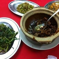 Photo taken at 满天星海鲜饭店 Restoran Sparkling Star Rest by Eugene Y. on 4/21/2013