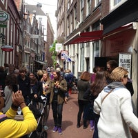 Photo taken at Vlaams Friteshuis Vleminckx by Musaed A. on 6/1/2013