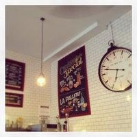 4/17/2013 tarihinde Harry T.ziyaretçi tarafından Croissanteria'de çekilen fotoğraf