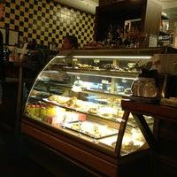Das Foto wurde bei Café Tin Tin Tango von Juho P. am 6/28/2013 aufgenommen
