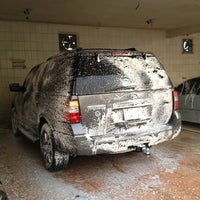 Photo taken at AlDalel Car Wash & Service by Sting Stinger on 11/7/2012