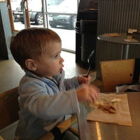 Photo taken at Chipotle Mexican Grill by Bonnie L. on 11/22/2013