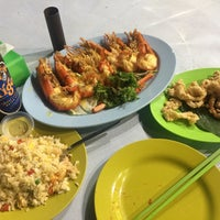 Photo taken at Meng Kee Grill Fish by Burç K. on 12/4/2016