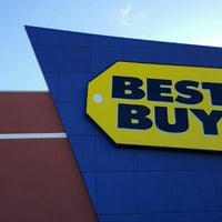 Photo taken at Best Buy by Fitz D. on 3/16/2016