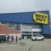 Photo taken at Best Buy by Fitz D. on 8/16/2016