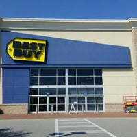 Photo taken at Best Buy by Fitz D. on 5/19/2016