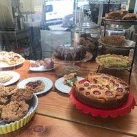 4/8/2017 tarihinde Jeanine W.ziyaretçi tarafından Butter Love Bakeshop'de çekilen fotoğraf