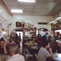 Photo taken at Kedai Makanan Nam Heong (南香茶餐室) by Miki Leong on 5/21/2014