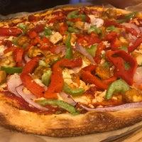 Снимок сделан в Blaze Pizza пользователем Sandra M. 6/14/2017