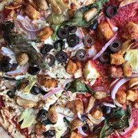 Снимок сделан в Blaze Pizza пользователем Sandra M. 2/12/2017