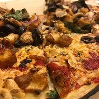 Снимок сделан в Blaze Pizza пользователем Sandra M. 2/8/2017