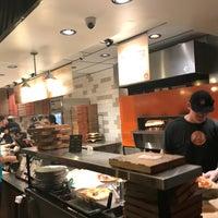 Снимок сделан в Blaze Pizza пользователем Sandra M. 3/11/2017