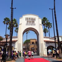 Foto scattata a Universal Studios Hollywood Globe and Fountain da Jorge C. il 7/28/2013