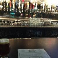 Photo prise au Taps Wine & Beer Eatery par Christina H. le10/4/2012