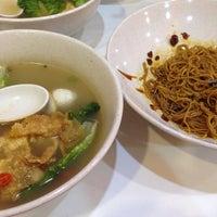 Photo taken at Ak Noodles House 阿坤西刀鱼丸 by Emma U. on 1/11/2017