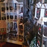 Das Foto wurde bei Ron's Miniature Shop von Jake Z. am 4/26/2014 aufgenommen