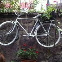 4/7/2013 tarihinde Muratziyaretçi tarafından Cafe Botanica'de çekilen fotoğraf