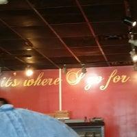 Das Foto wurde bei Whereabouts Cafe von Debbie Grier H. am 7/14/2018 aufgenommen