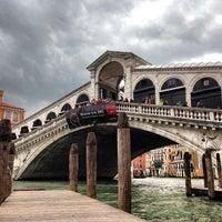 Foto tomada en Ponte di Rialto por Antonio P. el 5/30/2013
