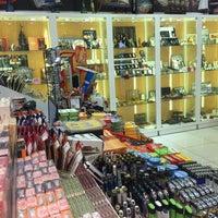 รูปภาพถ่ายที่ Tobacco Shop โดย Burhan C. เมื่อ 9/30/2016