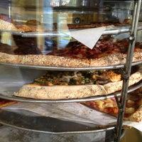 Снимок сделан в Abbot's Pizza Company пользователем Ismael S. 3/3/2013