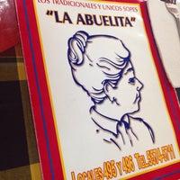 Foto tirada no(a) Sopes La Abuelita por Mónica B. em 4/25/2015