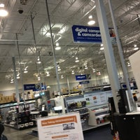 Photo taken at Best Buy by Laura L. on 10/28/2013