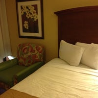Photo taken at Rosen Inn at Pointe Orlando by Laura L. on 11/11/2012