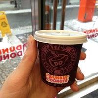 Foto scattata a Dunkin' Donuts da kamikaetzelein il 2/23/2013