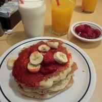 Снимок сделан в IHOP пользователем Dulce M. 12/9/2012