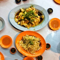 Photo taken at Restoran Lou Wong Tauge Ayam KueTiau (老黄芽菜鸡沙河粉) by Shawn L. on 1/11/2017