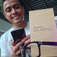 Photo taken at Samsung Galaxy S4 Consumer Launch by Bogs C. on 5/5/2013