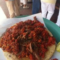 Foto tomada en Tacos La Morena por Gus R. el 10/2/2012