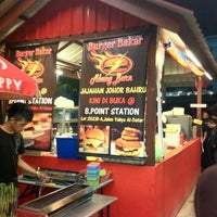 Photo taken at Burger Bakar Abang Burn by Dahlia R. on 10/7/2012