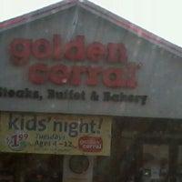 Foto diambil di Golden Corral oleh Chad W. pada 12/19/2012