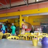 Photo taken at Pasar Besar Dungun by rey on 4/23/2017