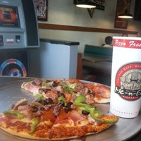 Photo taken at Me-n-Ed's Pizza by Reggie S. on 7/4/2013
