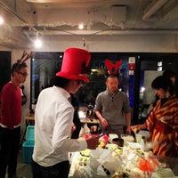 Photo taken at 残響 店/塾 by Hiroshi K. on 12/20/2012