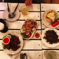 Photo taken at Phra Nakorn Bar & Gallery by Wansiri P. on 2/3/2017