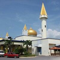 Photo taken at Masjid Negeri Arau Perlis by Gurungche J. on 2/8/2013
