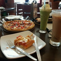 Photo taken at Pizza Hut by Afifah A. on 1/30/2017