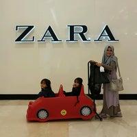 Foto tomada en ZARA por Afifah A. el 7/19/2017