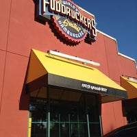 Photo taken at Fuddruckers by Dat L. on 9/19/2012