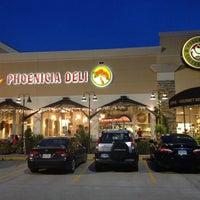 Photo prise au Phoenicia Specialty Foods par Dat L. le5/25/2013